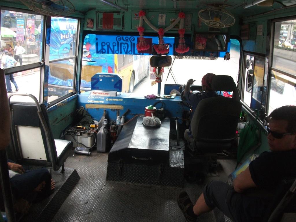 """Öffentlicher Bus mit Sicherheitspaket """"Komfort"""" von Innen"""
