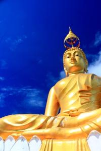 Buddah Statue am Gipfel des Berges
