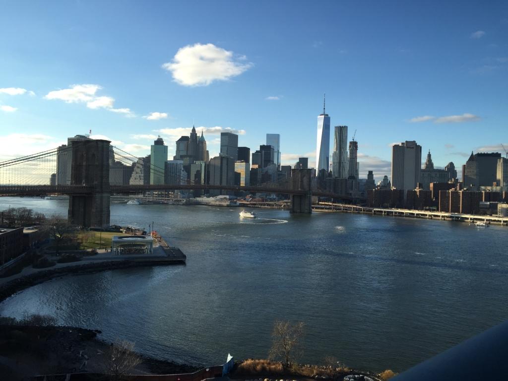 Blick von der Manhattan Bridge auf die Brooklyn Bridge