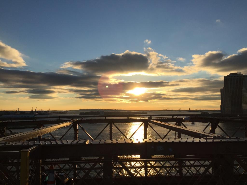 Sonnenuntergang mit Blick von der Brooklyn Bridge